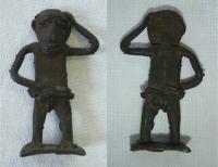 Figurka člověka - stojící, zhotovena z kovu