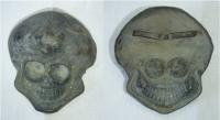 Lebka, zhotovena z kovu
