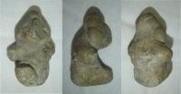 Neúplná soška člověka, vyrobeno z hlíny, pravděpodobně stř. America