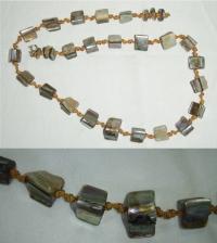 Náhrdelník s perleťovými korálky