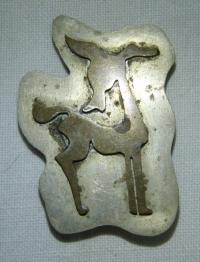 Brož s jelenem, pravděpodobně Japonsko