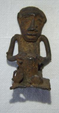 Figurka člověka – pracující, zhotovena z kovu